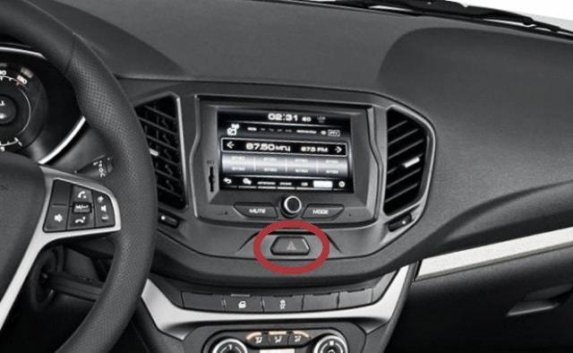 Кнопка включения и отключения аварийной сигнализации