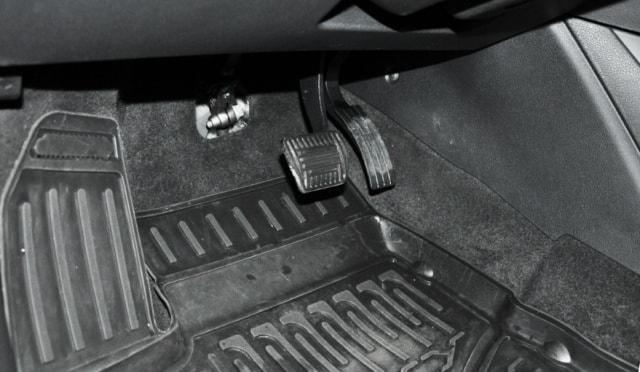 Педали на автоматической коробке передач Веста