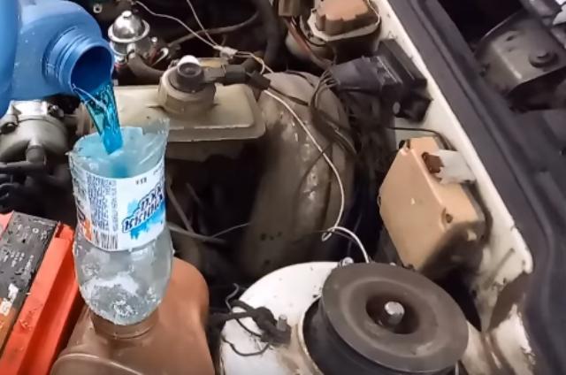 Доливка тосола и антифриза на автомобиле Ваз 2109