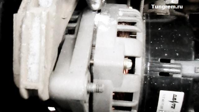 Vergniy bolt generatora kalina - Установка генератора лада калина